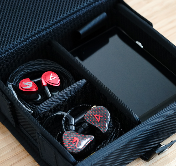 Astell & Kern Van Nuys Case (3-Split) with player and two sets of earphones.