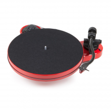 Project RPM 1 Carbon turntable in red